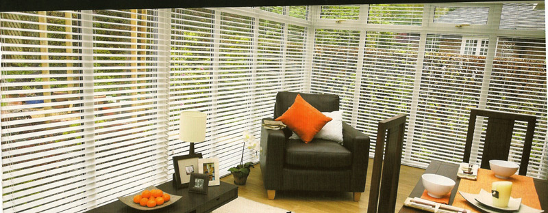 venetian-blinds-in-a-conservatory